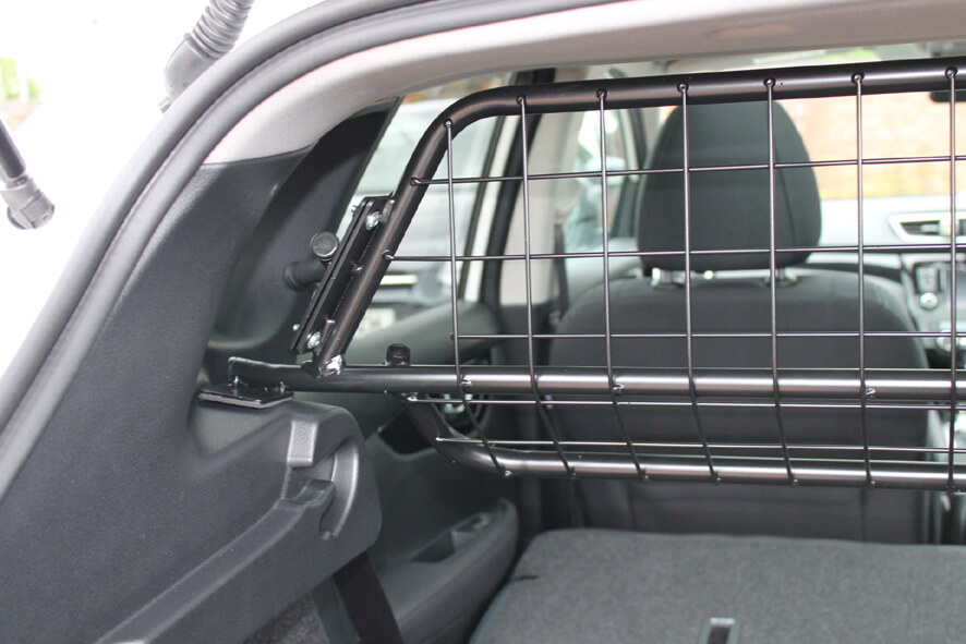 Guardsman Nissan Qashqai 2014 Onwards Dog Guard G1366